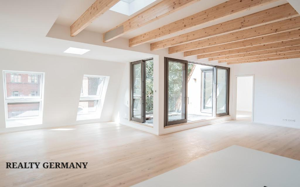 Apartment in Friedrichshain-Kreuzberg, photo #2, listing #81314394